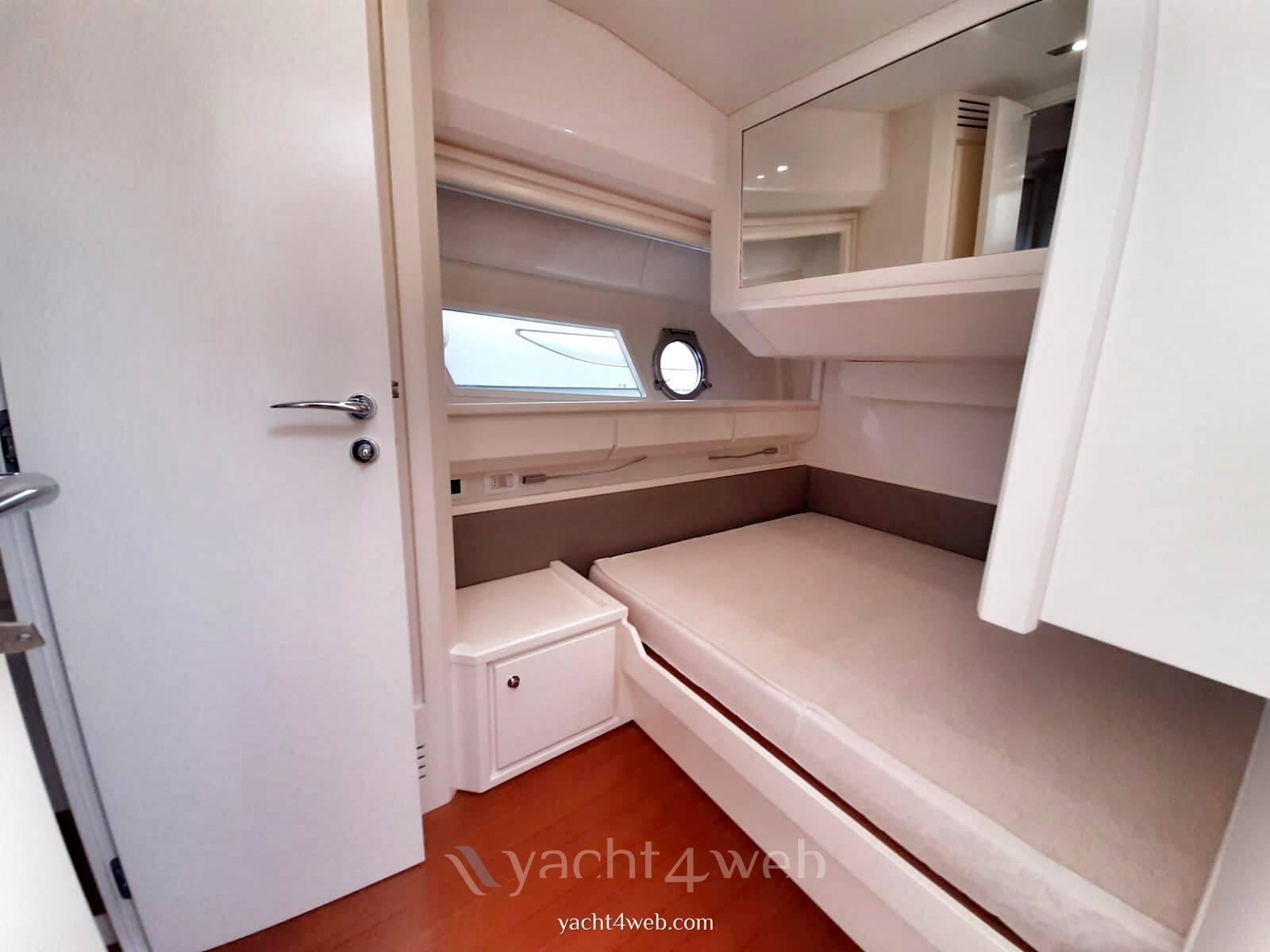 Itama 62 motor boat