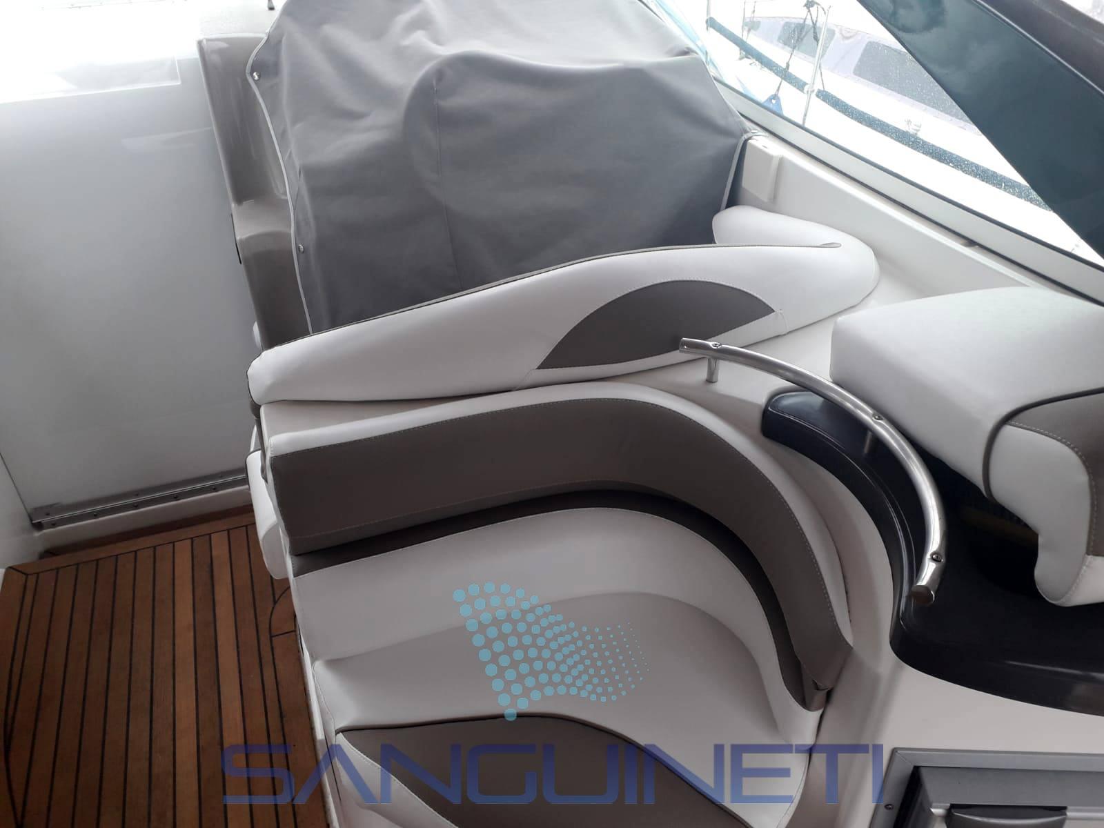 Doral Prestancia 28 Express cruiser