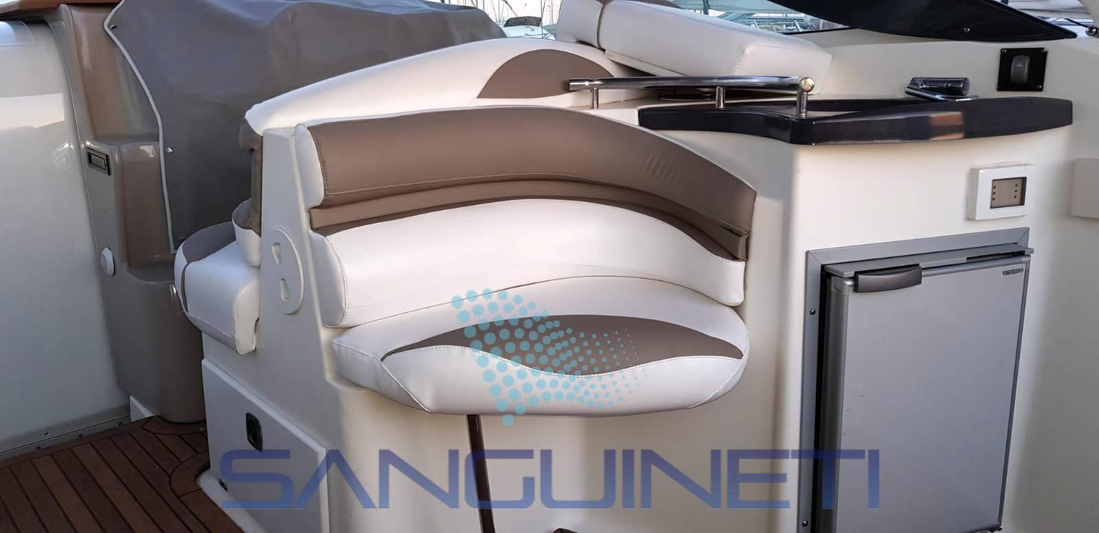 Doral Prestancia 28 motor boat