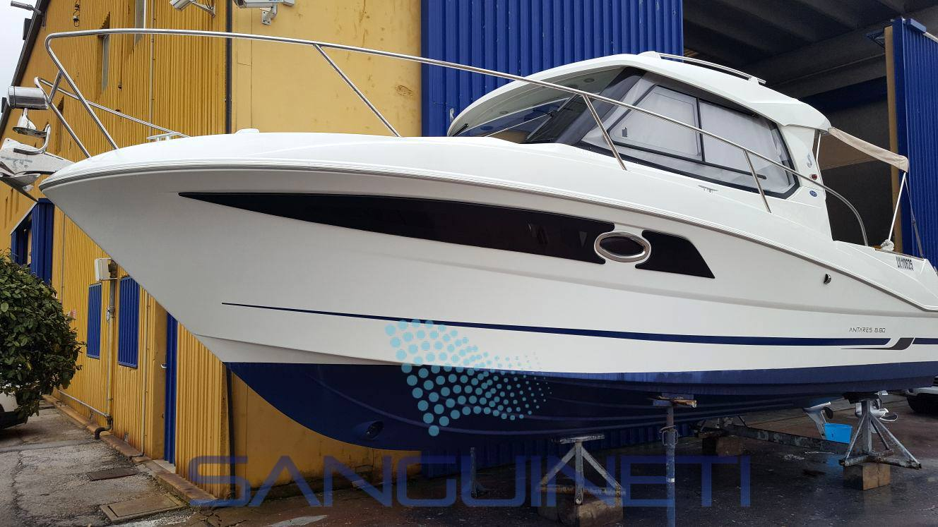 Beneteau Antares 880 Motor boat used for sale