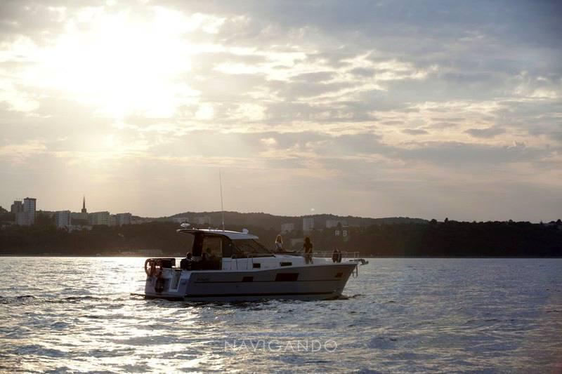 Delphia Escape 1080 s Motor yacht