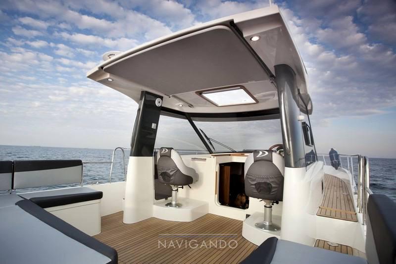 Delphia Escape 1080 s motor boat