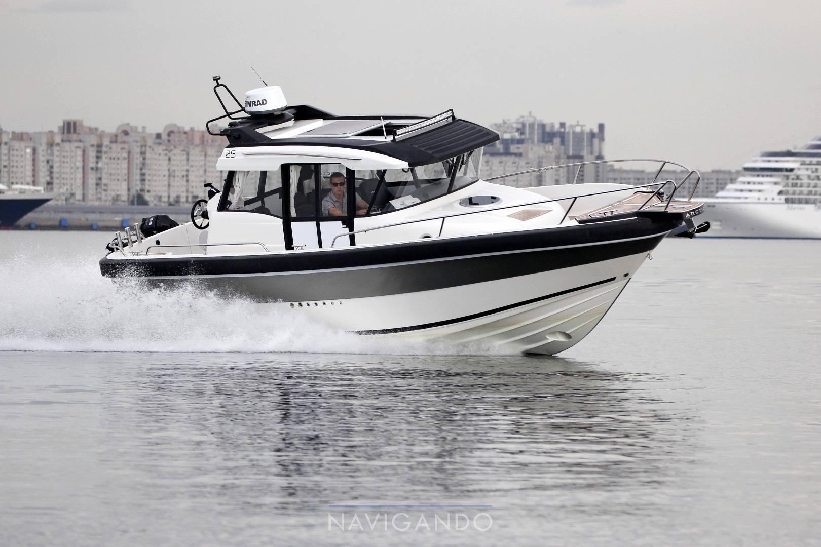 Artic Commuter 25 motor boat