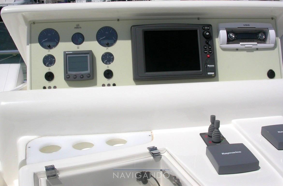Ferretti 590 bateau à moteur