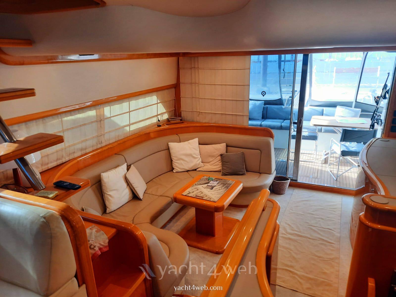 UNIESSE MARINE 55' fly Моторная яхта