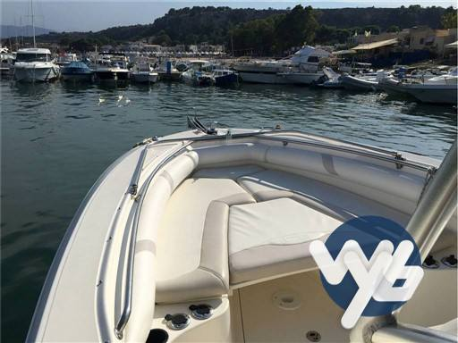 Boston Whaler Outrage 270 Motor yacht