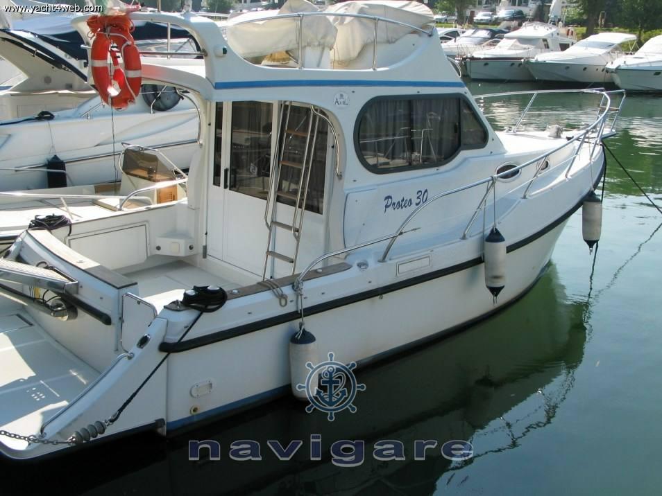 Ala Blu New proteo 30 fly motor boat