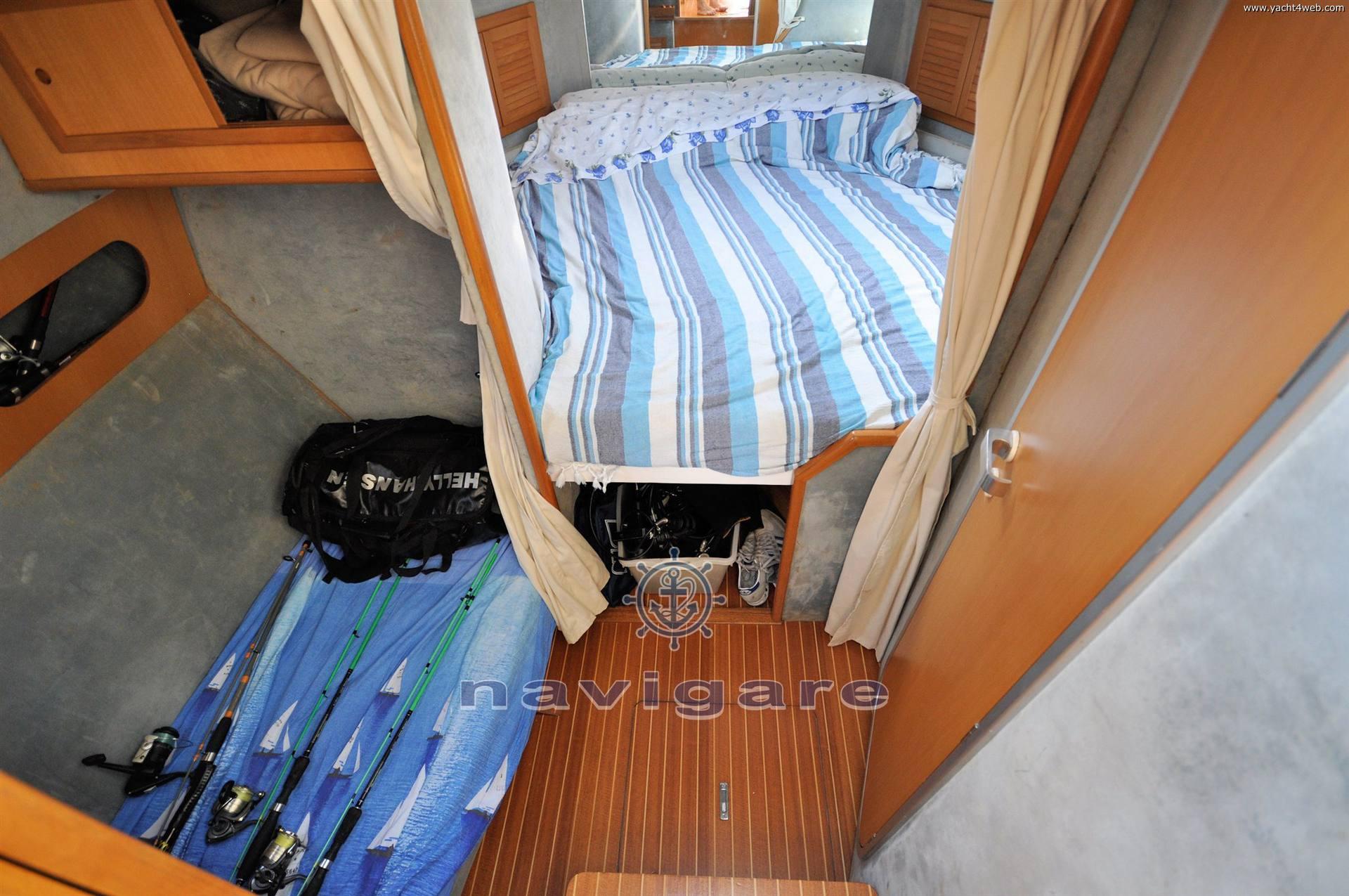 Plastik Space 310 cruiser motor boat