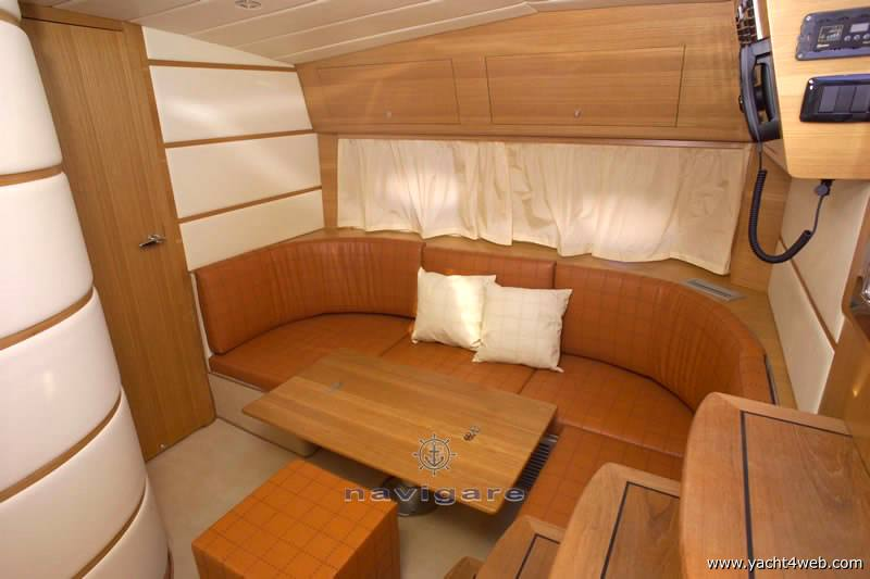 Marine International Exclusiv 39 motor boat
