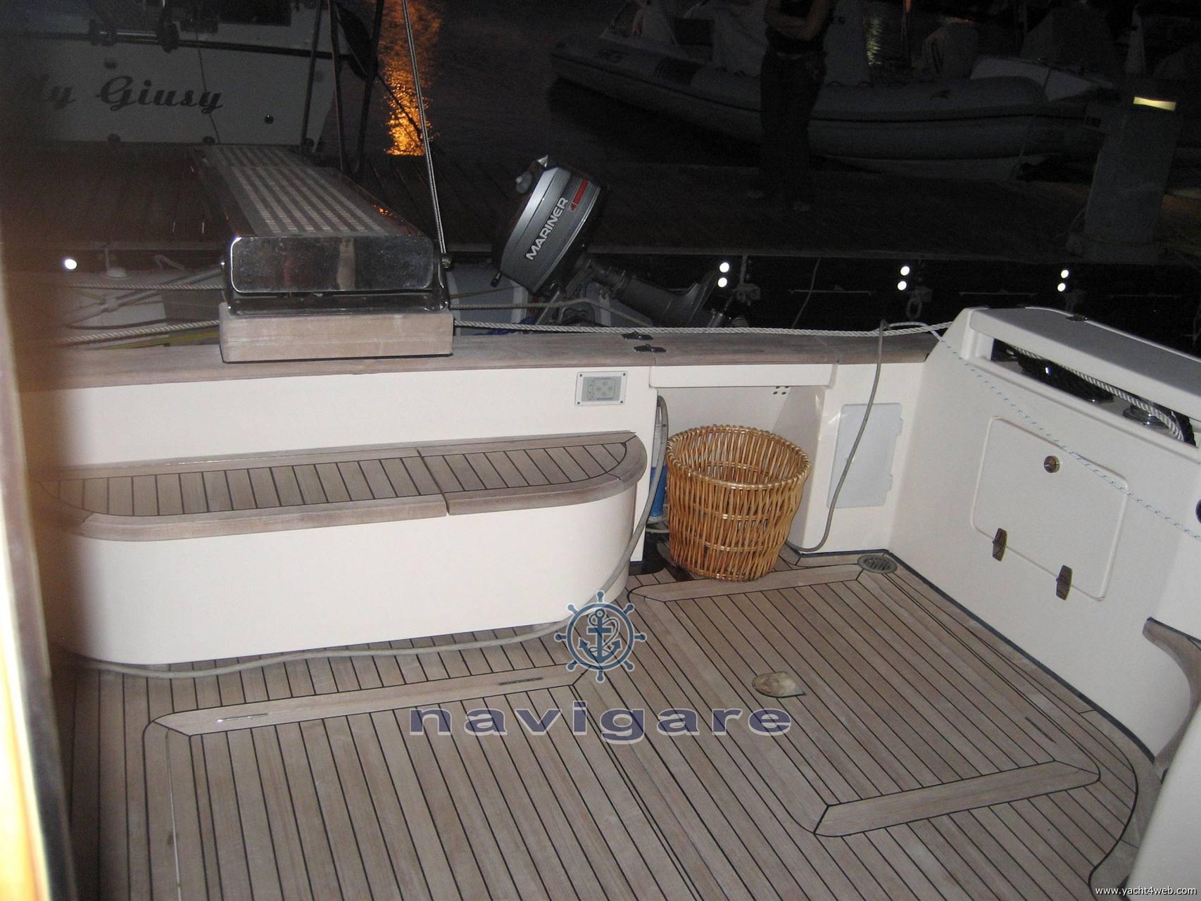 Cayman 42 fly motor boat