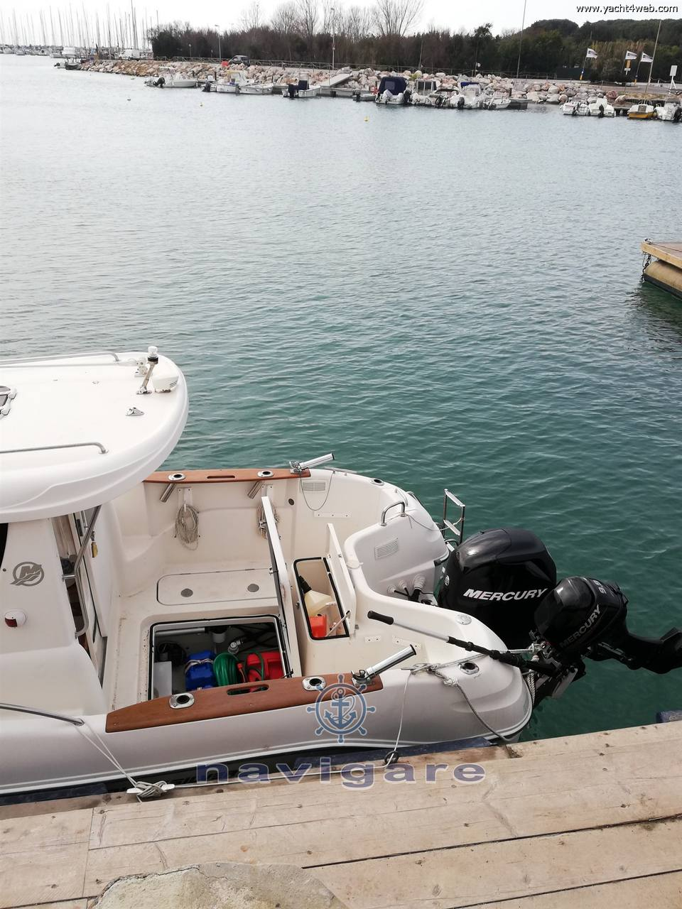 Quicksilver 580 pilothouse Motor boat used for sale