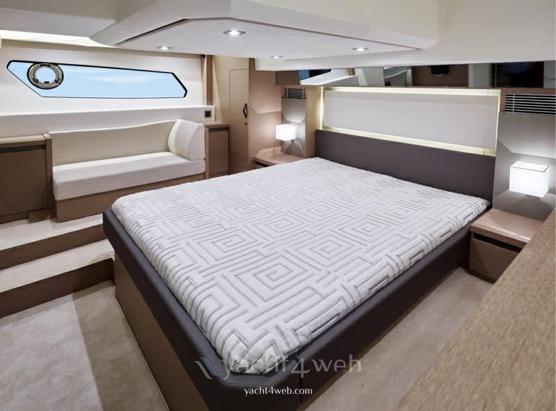 PRESTIGE 460 new barca a motore