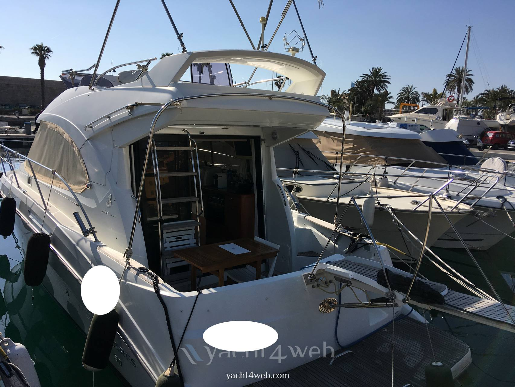 Beneteau Antares 30 Motor boat used for sale