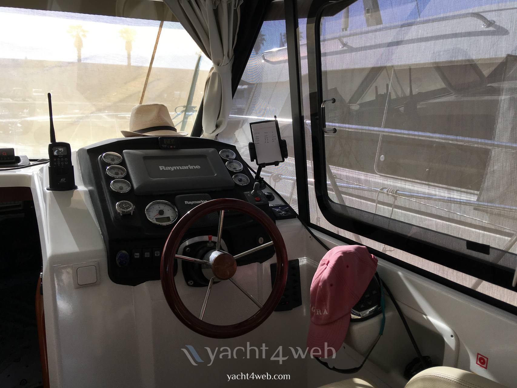 Beneteau Antares 30 motor boat