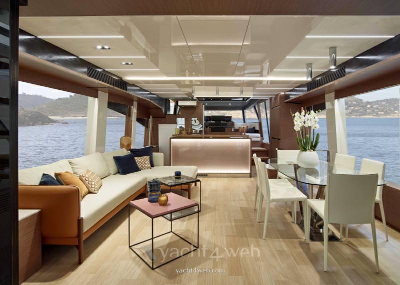 Prestige Yachts Prestige x 70 Flybridge