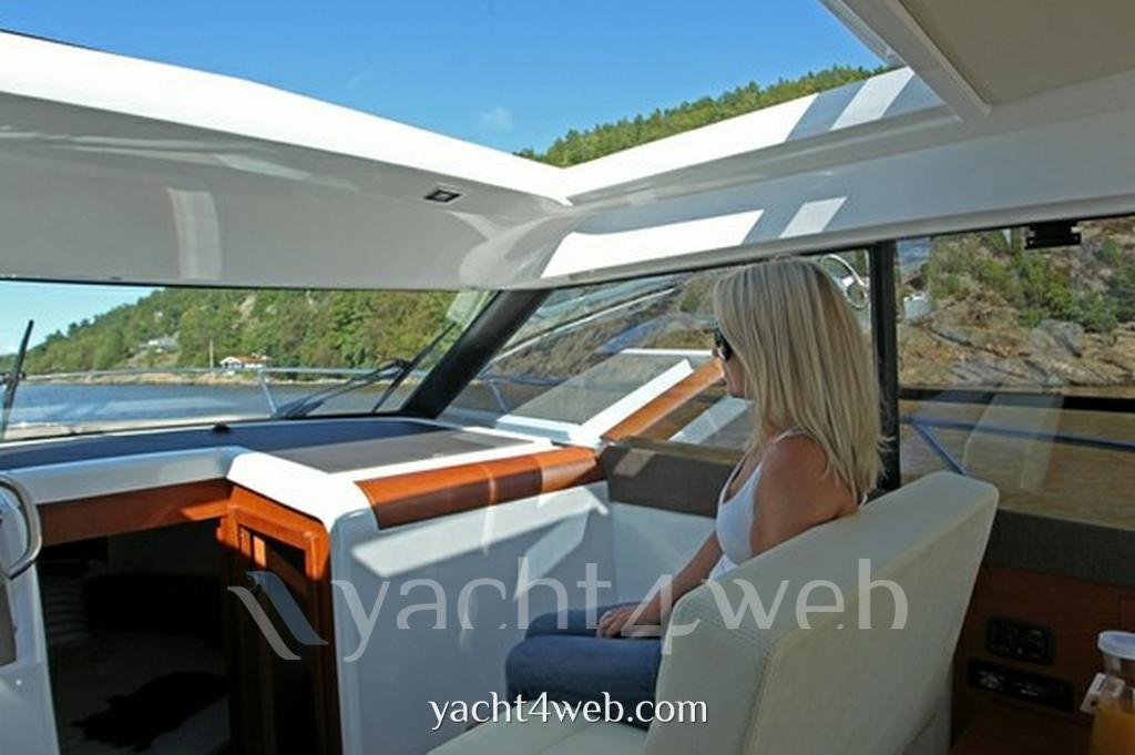 Jeanneau Nc 9 motor boat