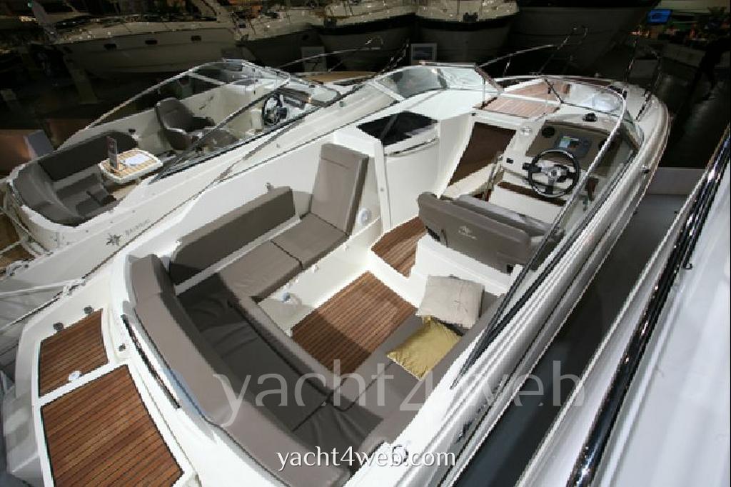Jeanneau Cap camarat 7.5 dc motor boat