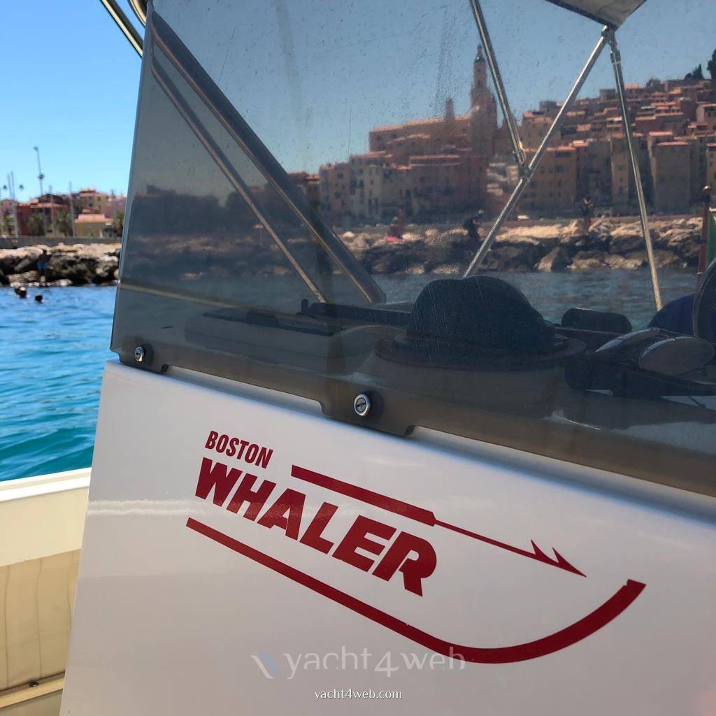 BOSTON WHALER Outrage 21 motor boat