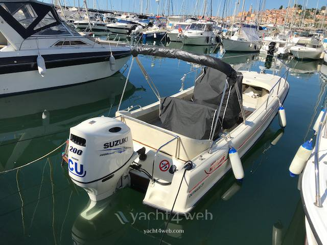 BOSTON WHALER Outrage 21 Express cruiser used