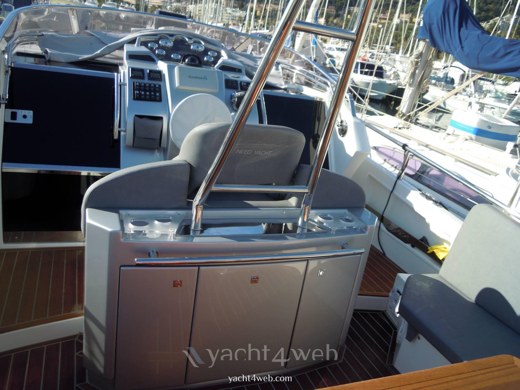 NEED YACHT 33 cabin Моторная лодка