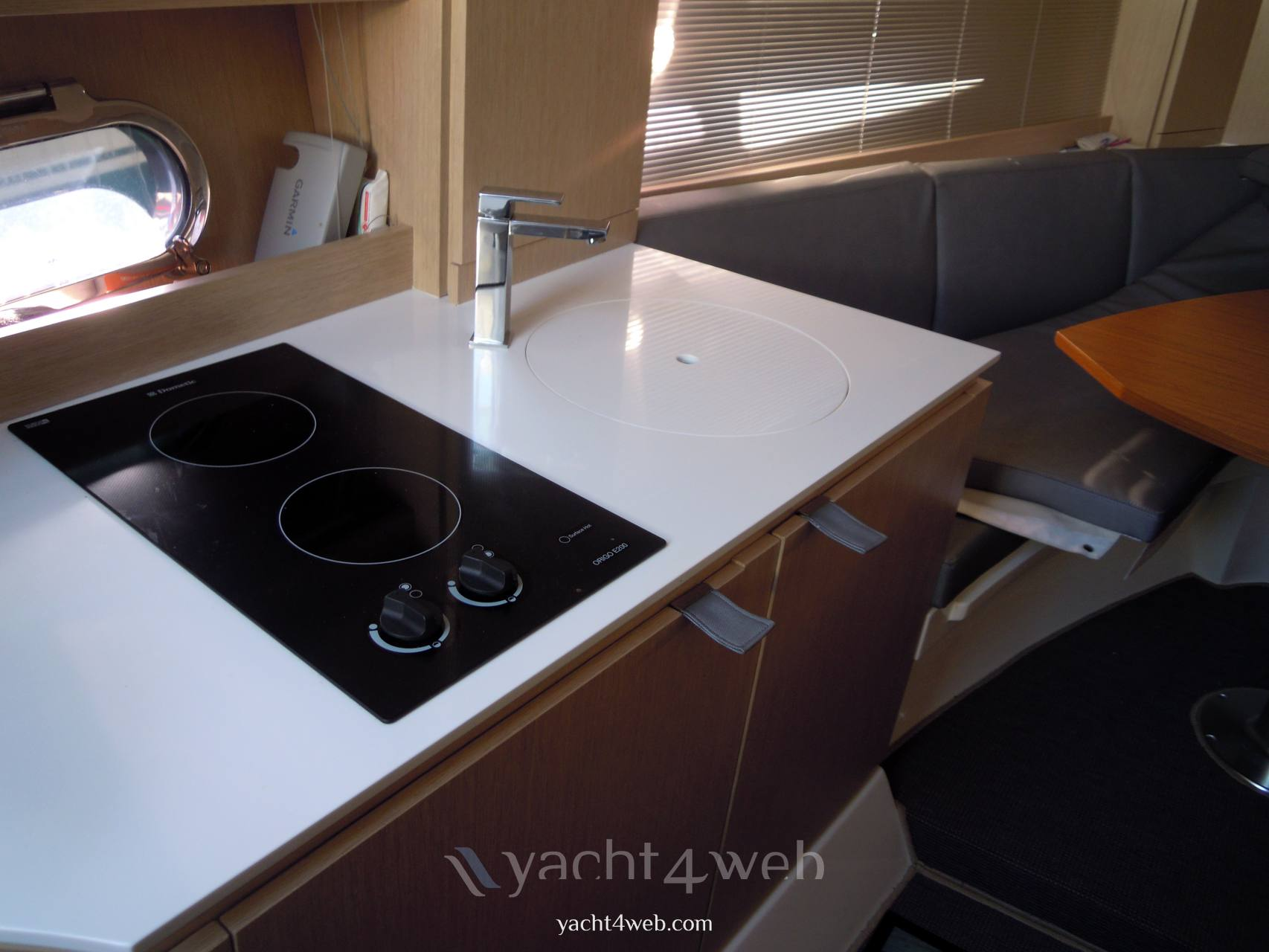 NEED YACHT 33 cabin Photo