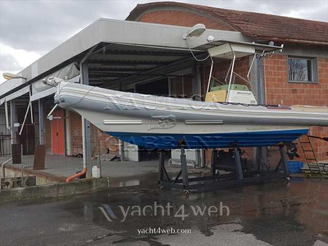 Gommone con cabina rigida annunci di barche gommone con for Noleggio cabina di steamboat